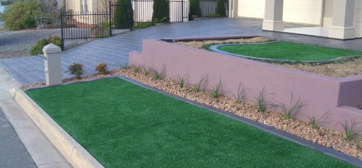 Maintenance Tip: Removing Debris from Synthetic Grass